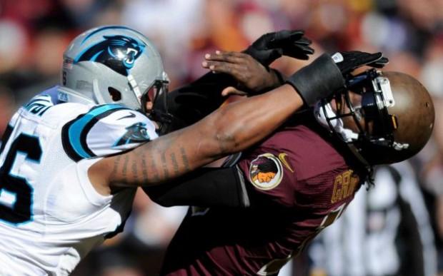 Defesa dos Panthers sack RGIII