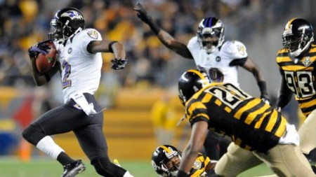WR Jacoby Jones corre para touchdown