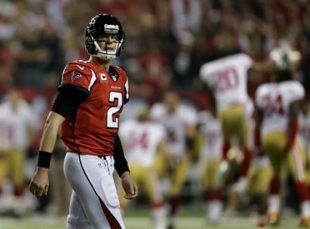 Matt Ryan, imagem do desalento dos Falcons, após uma derrota que assumiu contornos de dramatismo