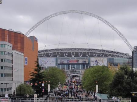 Saída do metro para o Wembley Stadium