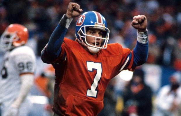 John Elway celebra o touchdown