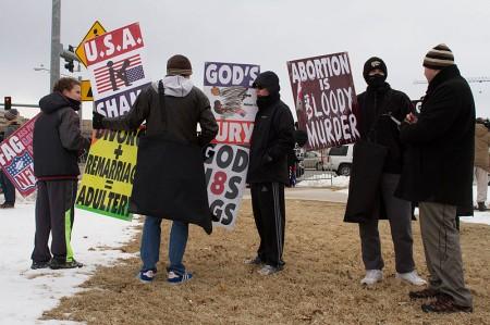 Membros da Baptist Church de Westboro em protesto