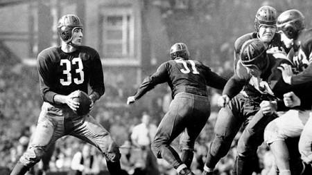 Na imagem o Sammy Baugh, quarterback dos Washington Redskins