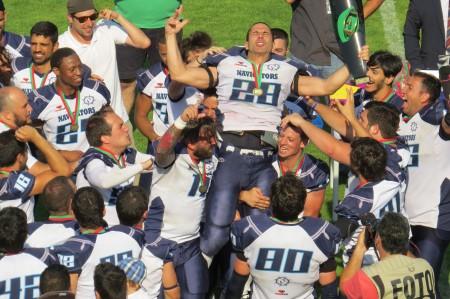 Celebração dos Lisboa Navigators ao receberem o troféu de Campeões Nacionais