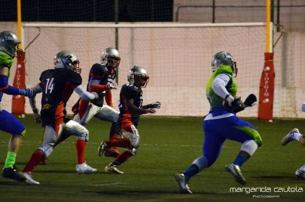 Na sua estreia na LPFA e pelos Algarve Sharks, BJ Wilson marca dois touchdowns