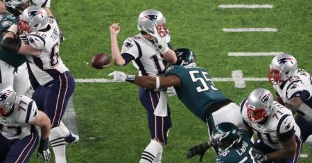 A jogada que decidiu o encontro, com Graham a roubar a bola a Tom Brady. CRÉDITOS: News2Read